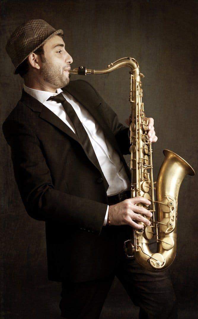dubai saxophone player