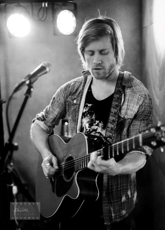 dubai british singer guitarist
