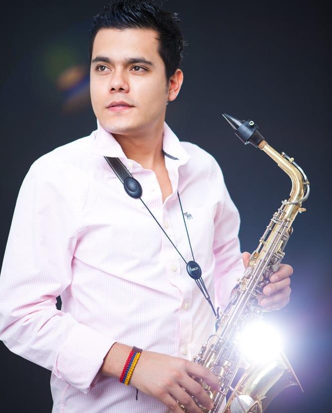 Dubai-Saxophone-Player
